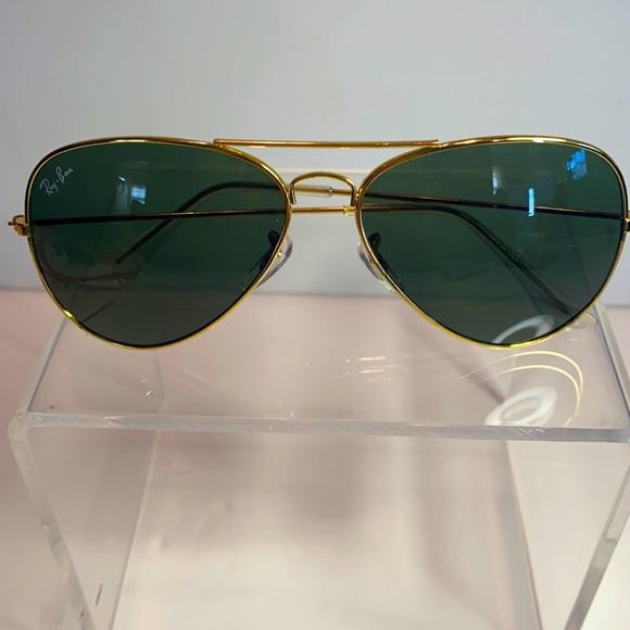 RAY BAN AVIATOR CLASSIC SUN GLASSES BARELY USED UNISEX